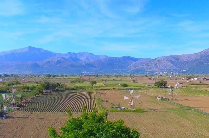 Равнина Лассити в мае Крит