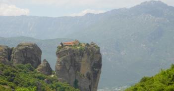 Сказочные монастыри Метеоры в Греции