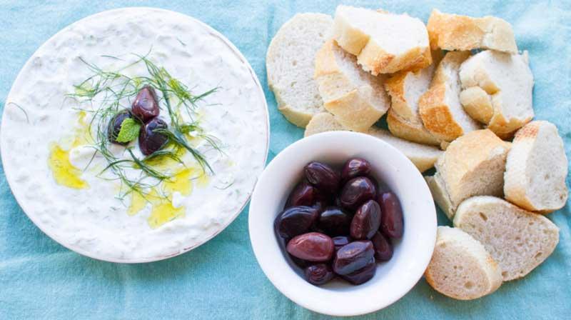 Дзадзики с маслинами и сыром