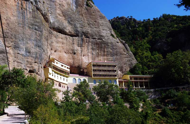 Монастырь Мега-Спилео на Пелопоннесе