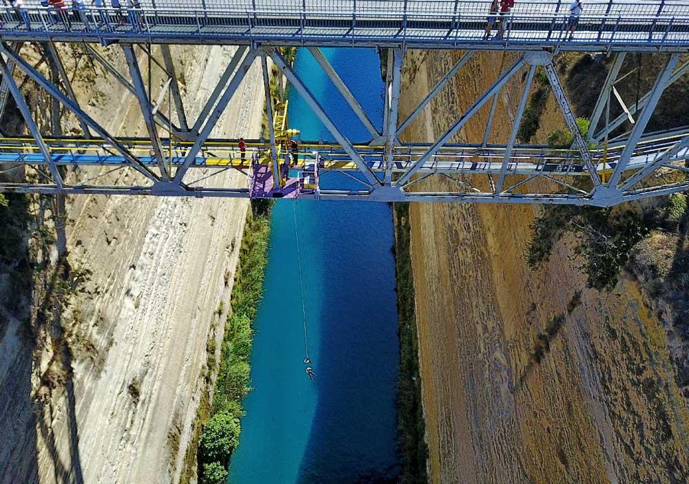 Прыжки с моста в Коринфском канале