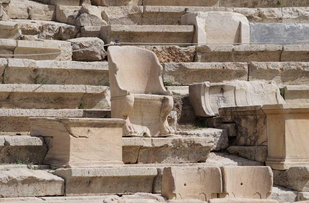 Зрительный зал театра Диониса в Афинах