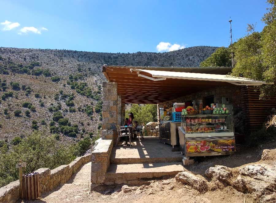 Кафешка возле пещеры Зевса