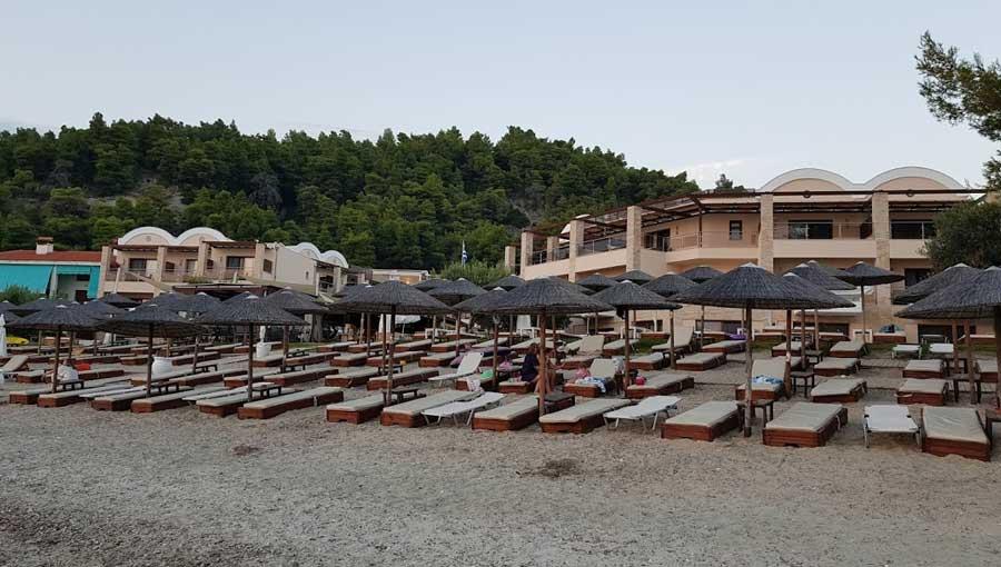 Пляж в Olympion Sunset Hotel 5