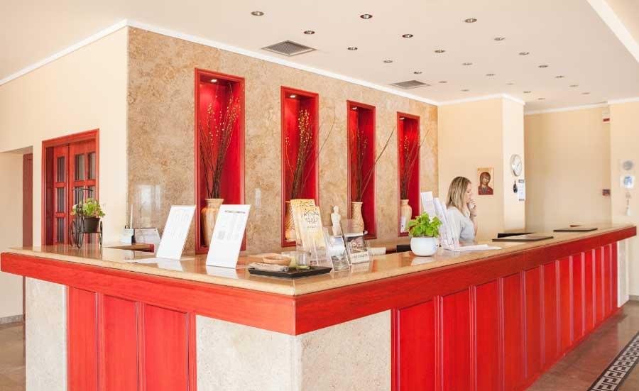 Ресепшен Отеля Alexandros Palace Hotel Suites 5
