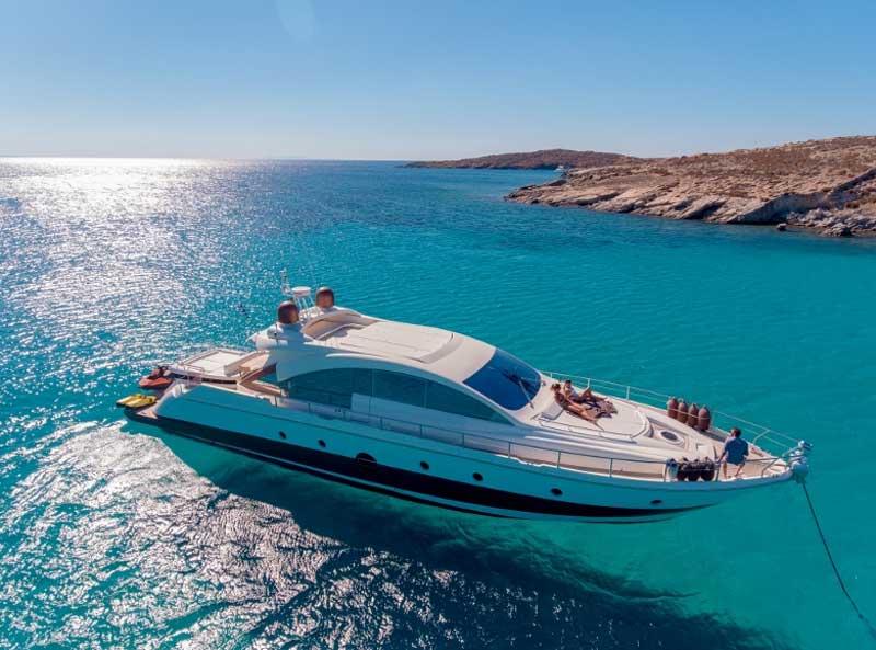 Моторная яхта Греции